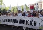 Stor spansk demonstration mot tjurfäktning stöds av tusentals svenskar